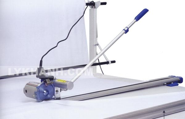 Máy cắt vải đầu bàn